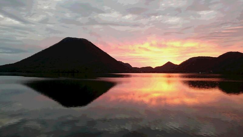 朝焼けの榛名富士