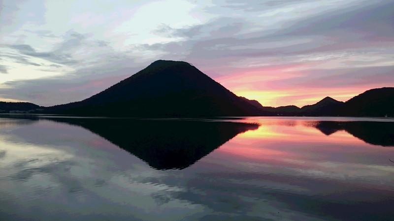 9月30日朝焼けの榛名湖