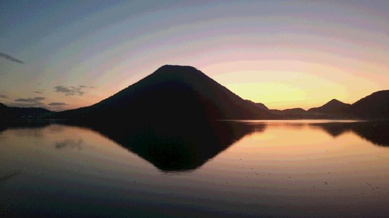 10月12日 朝焼けの榛名湖